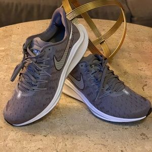 NWT- Women's size 8  Nike Air Zoom Vomero 14